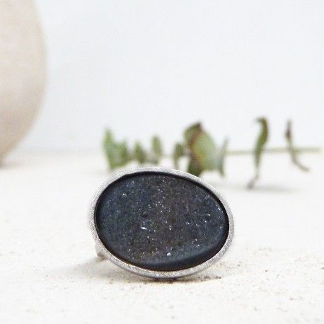 Silver ring with onix druzy