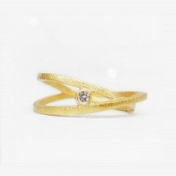 Yellow gold and genuine diamond wedding band